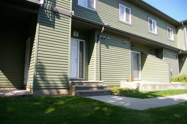 15 30 OAK VISTA Drive, St. Albert