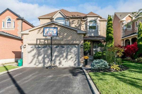 261 Hoover Park Dr, Whitchurch-Stouffville
