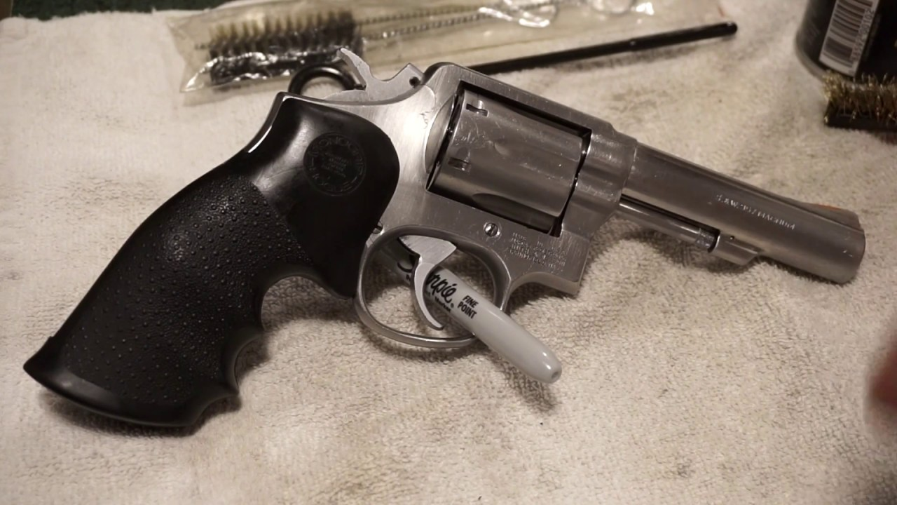Smith & Wesson Model 65-3 .357 Magnum Revolver basic cleaning. (How to clean a revolver).