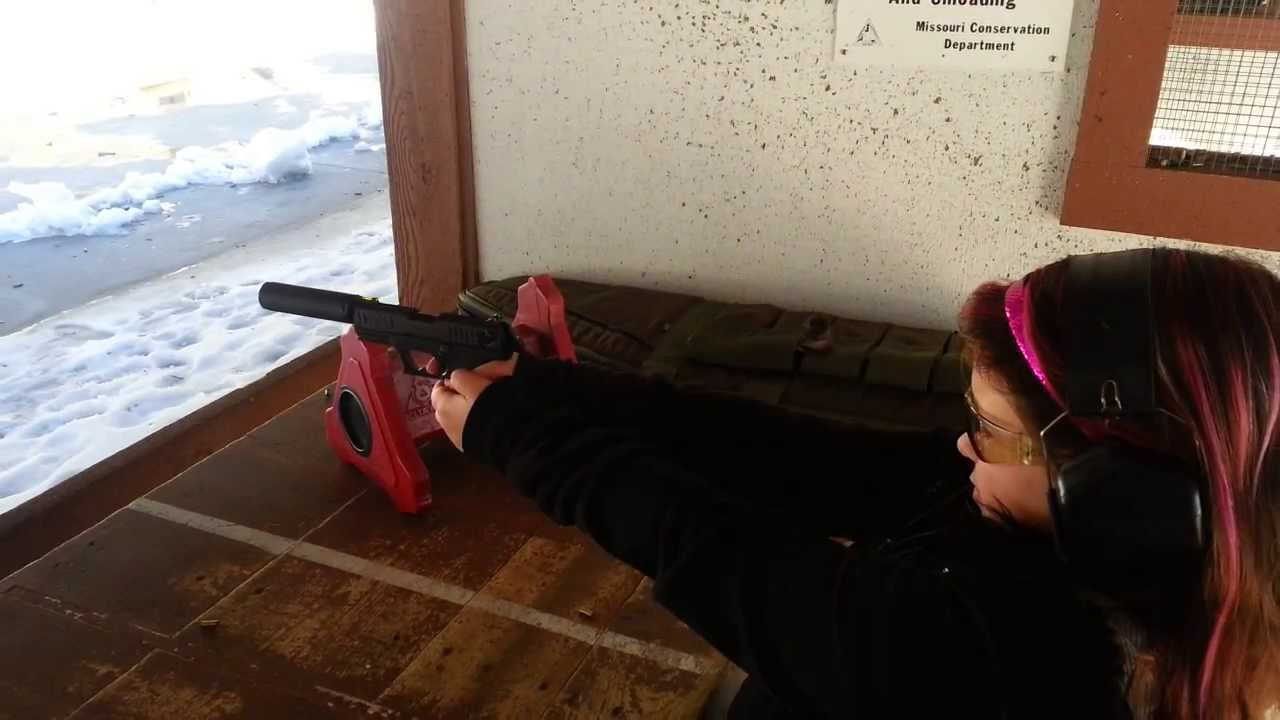 10yr old girl shooting a Walther's p22 huntertown