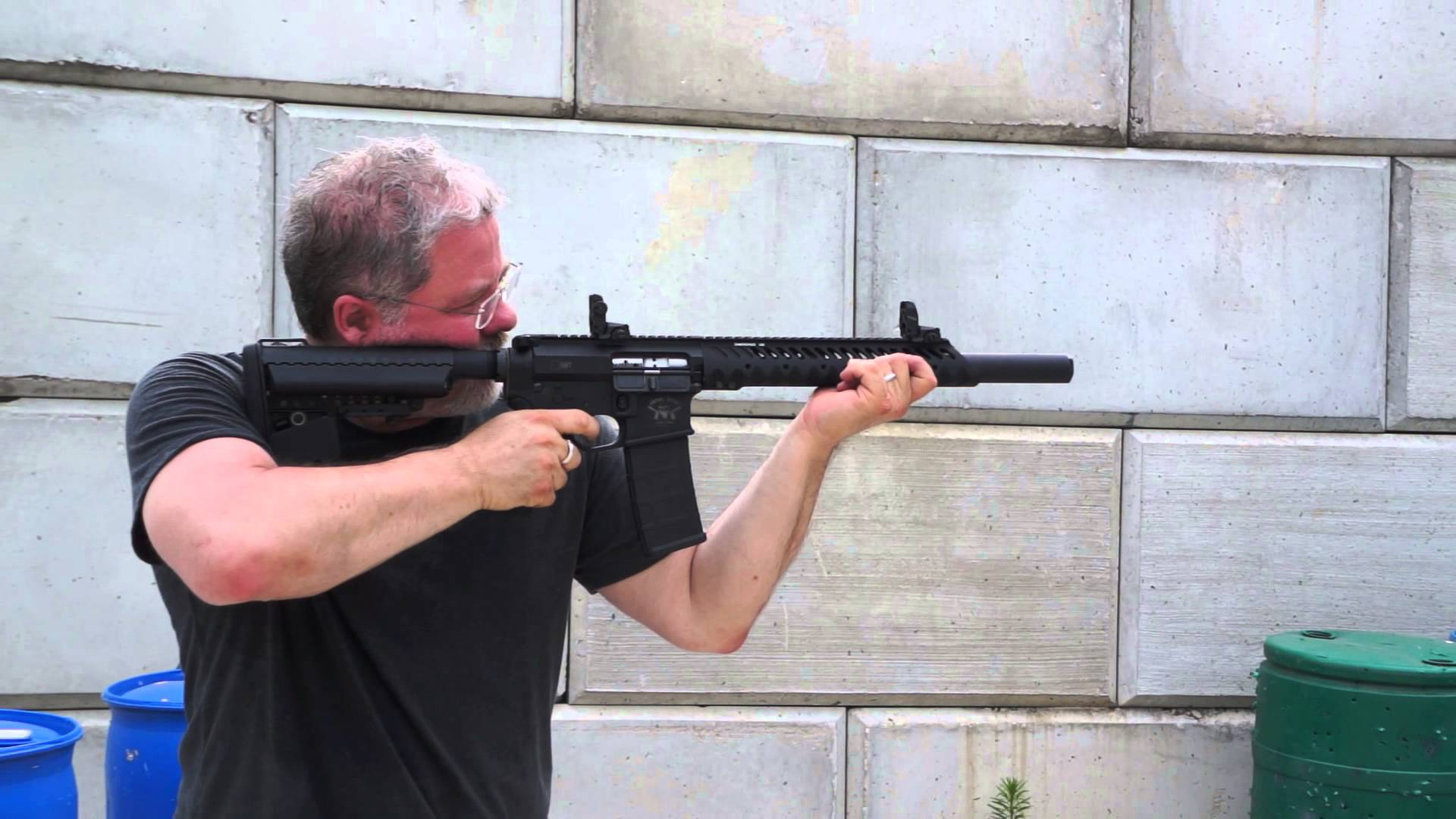 SHOOTING A CUSTOM BUILT SUBSONIC 300 AAC BLACKOUT AR-15 SUPPRESSED