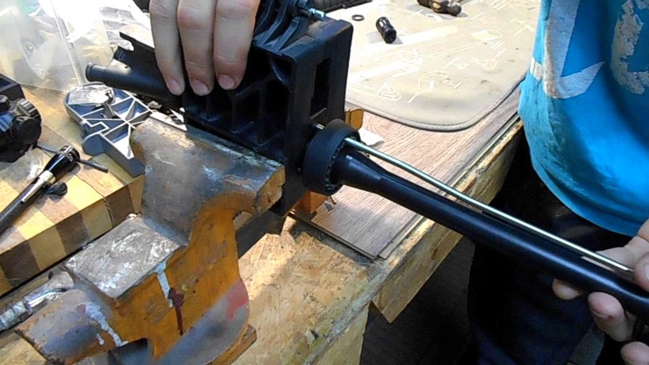 Kid Builds an Ar15 #11 Gas Tube Flash Hider & Handguard installation