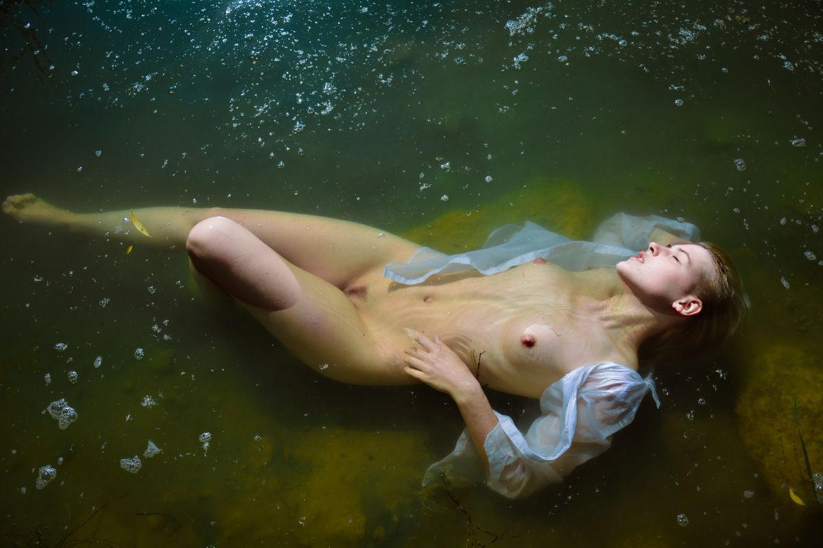 39316494/photograph-sofiia-rakhmil-model-tania-kryklia5.jpg